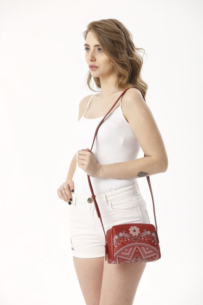 Picture of 17SFCC903 LEATHER CROSS BAG